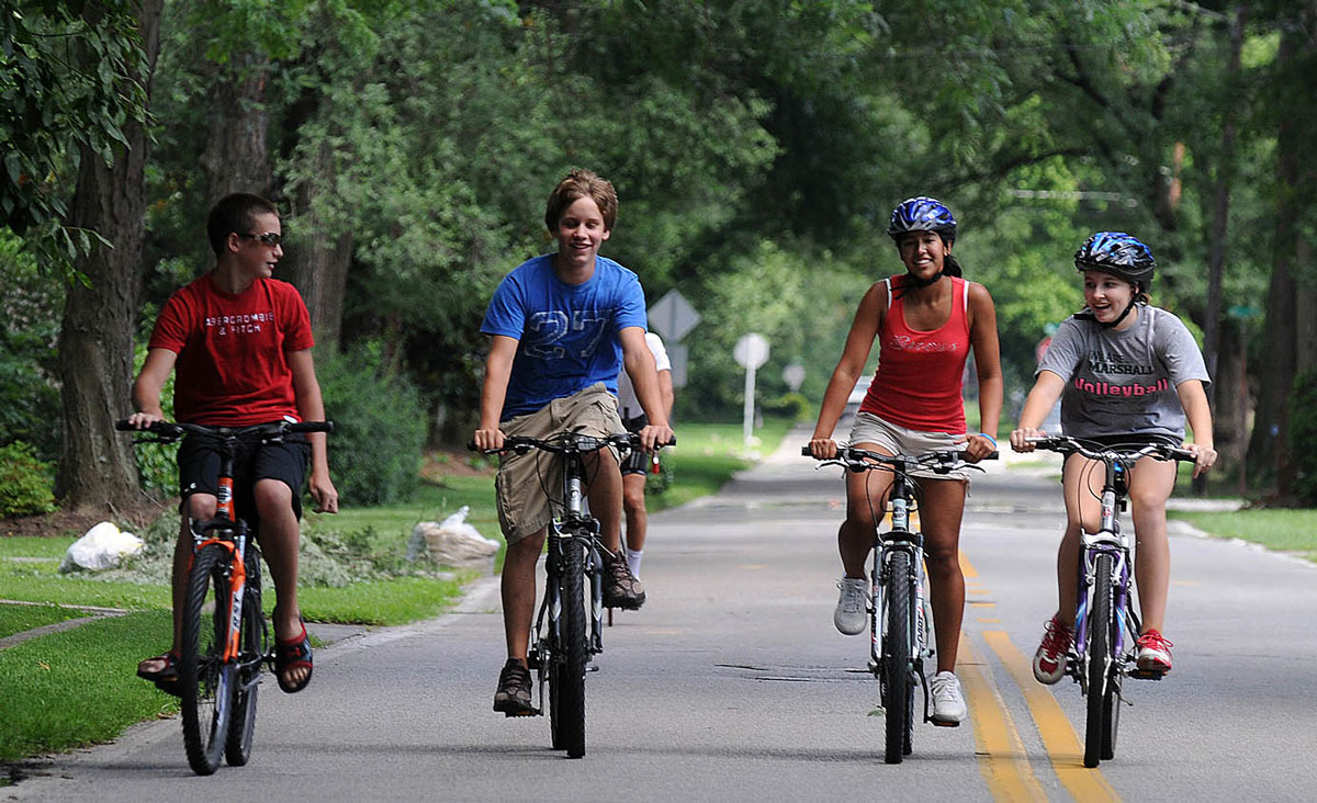 4-people-on-Kan-City-bikes-1